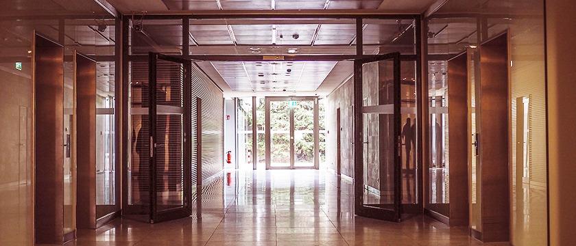 How automatic sliding doors work? Its Benefits..